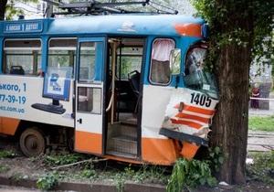 В Днепропетровске сошел с рельсов трамвай