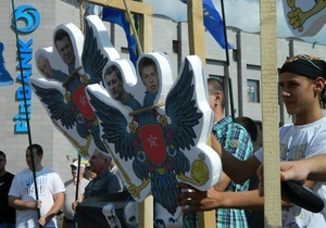 В Одессе активисты Свободы повесили макеты  одиозных украинофобов