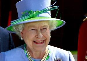 Елизавете II подарили проездной на общественный транспорт