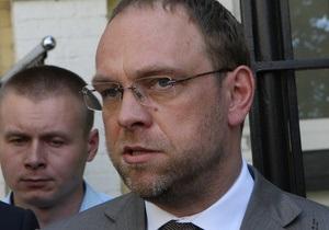 Власенко утверждает, что Генпрокуратура не может назначить судмедэкспертизу Тимошенко