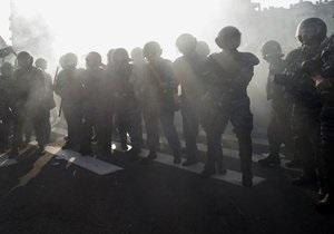 В Петербурге полиция заблокировала акцию оппозиции, в Москве задержан Лимонов