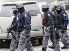 Вооруженный мужчина захватил восьмерых заложников в офисе канадской соцслужбы