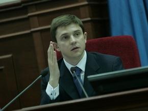 Довгий пришел на заседание Киевсовета с огрызком яблока