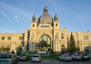 Во Львове эвакуировали ж/д вокзал из-за сообщения о заминировании (обновлено)