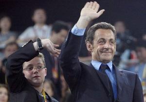 Саркози пообещал наказать сына, закидавшего женщину-полицейского помидорами