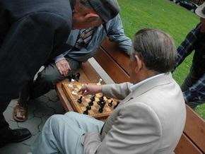 Черновецкий решил создать клубы досуга для пенсионеров