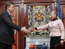 Опрос: В дуэли Янукович - Тимошенко победила бы премьер
