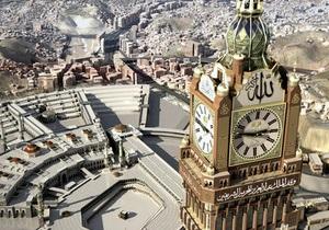 В Мекке запустили самые большие в мире часы, установленные на 600-метровой башне