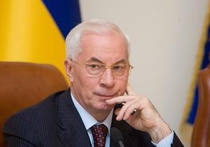 Азаров пообещал  разобраться на месте  с требованиями крымских татар