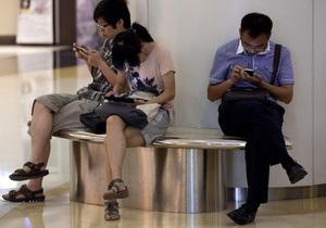 Медики: смартфоны вредят здоровью больше обычных мобильных телефонов