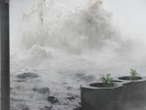 Киевэнерго заменила аварийный водопровод на Троещине
