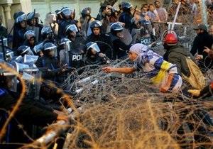 Новости Египта - массовые беспорядки: В Египте вторая годовщина революции ознаменовалась массовыми беспорядками