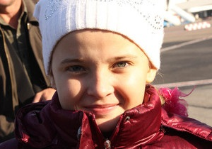 11-летняя девочка подарила Януковичу фигурку ангела