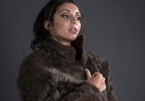 Дизайнеры выпустили пальто из волос с мужской груди
