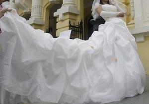 В Сумской области в лесу нашли партию контрабандных свадебных платьев
