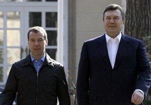 Янукович прибыл в Геленджик на встречу с Медведевым