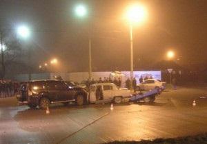 В Мариуполе Mitsubishi врезался в Волгу: трое погибших