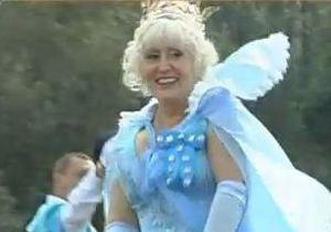 Скандальный мэр Славянска появилась в клипе в образе королевы