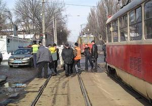 В Киеве трамвай переехал мужчину, разговаривавшего по телефону