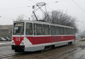 В Горловке трамвайные рельсы пометили спецвеществом