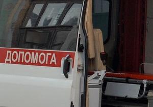 В Киеве в ДТП пострадал водитель коммунальной техники, расчищавший снег