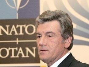 Ющенко пригласил Генсека НАТО в Украину