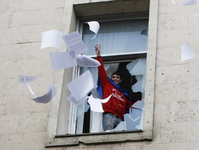 Молдавский парламент отремонтируют за счет вузов, студенты которых митинговали