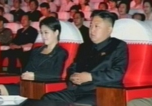 Ким Чен Ун замечен в компании неизвестной женщины на концерте в Пхеньяне