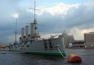 В Петербурге над крейсером Аврора подняли пиратский флаг