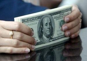Доллар на межбанке отступил от рекордных позиций