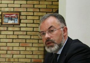 Табачник предложил россиянам места в украинских вузах