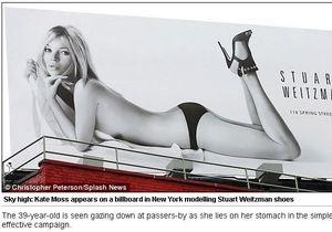 Смотри на дорогу! Плакат с обнаженной Кейт Мосс стал причиной пробок в Нью-Йорке