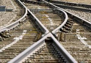 В Британии поезд столкнулся с грузовиком: десять пострадавших