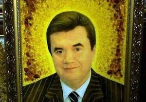 В Житомире портреты Януковича из янтаря продают за 1700 грн