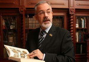 На Украине: Табачник считает, что предлог  на  и  в  не является мерилом государственности