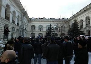 Милиция отпустила задержанных во время столкновений в Гостином дворе