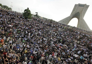 Иранская оппозиция призвала людей не выходить на улицы в годовщину революционных событий