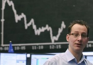 Рынки: Спекулянты фиксируют прибыль