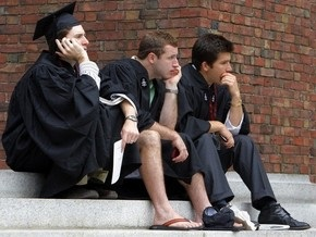 Гарвардский университет вынужденно уволит 275 человек