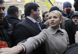 НГ: Янукович освобождается от соперников