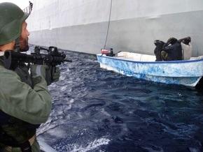 Французские моряки задержали пятерых пиратов, по ошибке напавших на военный корабль