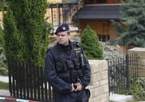 Новости Чехии - странные новости: В Чехии разыскивают хулигана, который распугивает посетителей ресторанов, разливая масляную кислоту