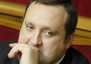 Арбузов поспешил заявить, что не будет включать станок ради обещаний Януковича