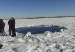 Большие обломки метеорита пролежат в Чебаркуле до зимы