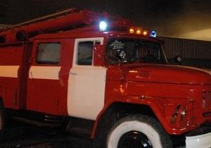 В Киеве в результате пожара на парковке возле комплекса 5 элемент повреждены три авто