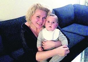 Каддафи - медсестра Каддафи - Медсестра Каддафи родила сына и выставила его фото