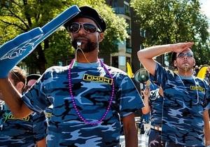 Фотогалерея: Геи в форме ОМОНа. В Амстердаме прошла акция против гомофобной политики российских властей