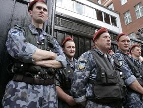 Беркут захватил мужчину, угрожавшего поджечь себя в центре Киева