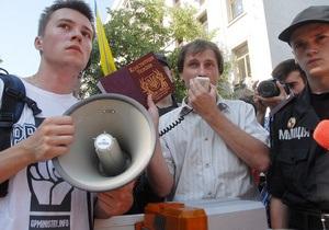 Языковые протесты продолжаются третью ночь подряд