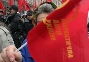 В Луганске проходит митинг с требованием запрета КПУ